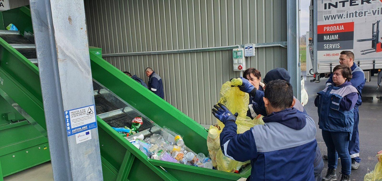 Djelatnici novog reciklažnog dvorišta u Herešinu educirali se za rad na novim strojevima