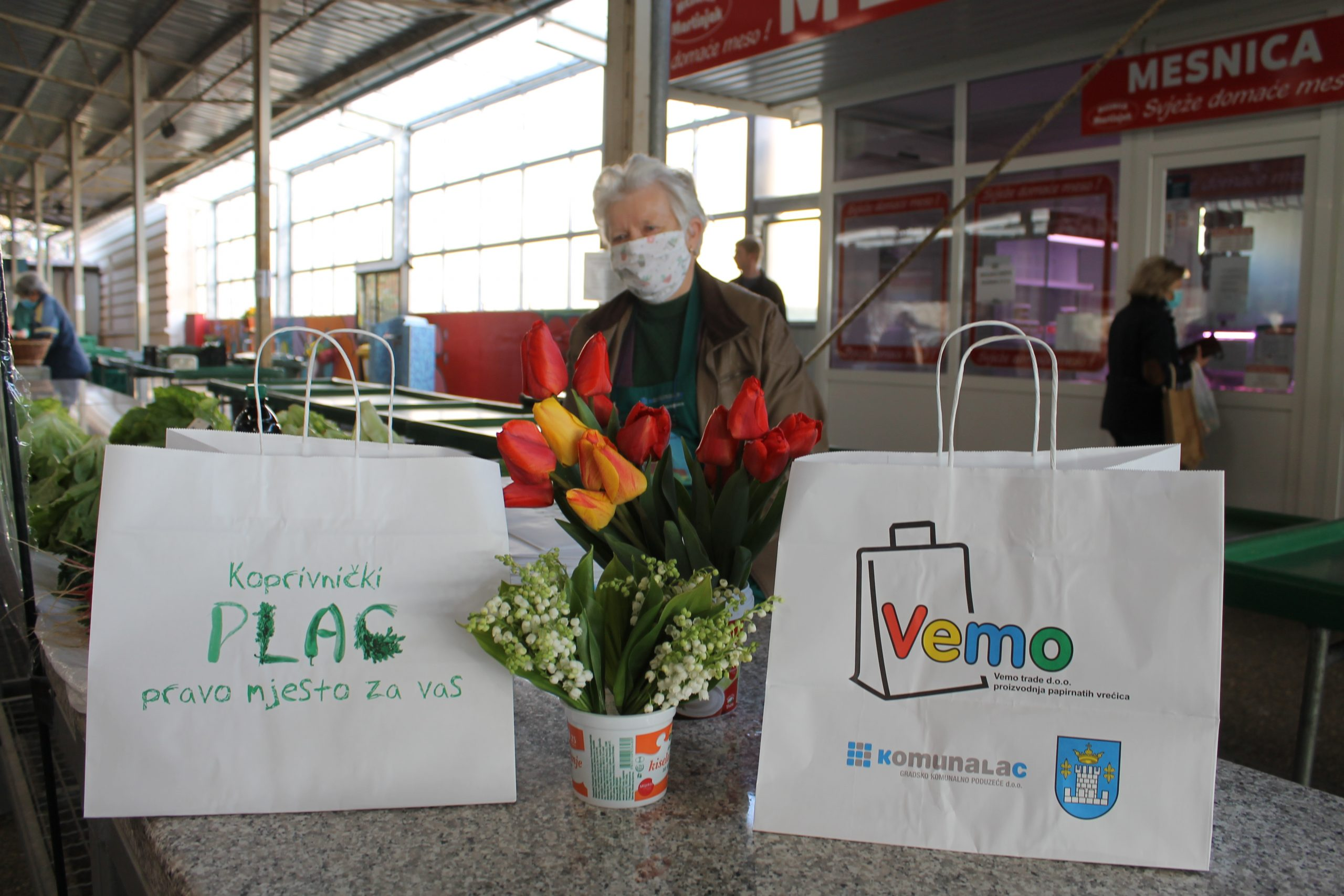 Prodavačima na Gradskoj tržnici Vemo trade donirao 10.000 papirnatih vrećica