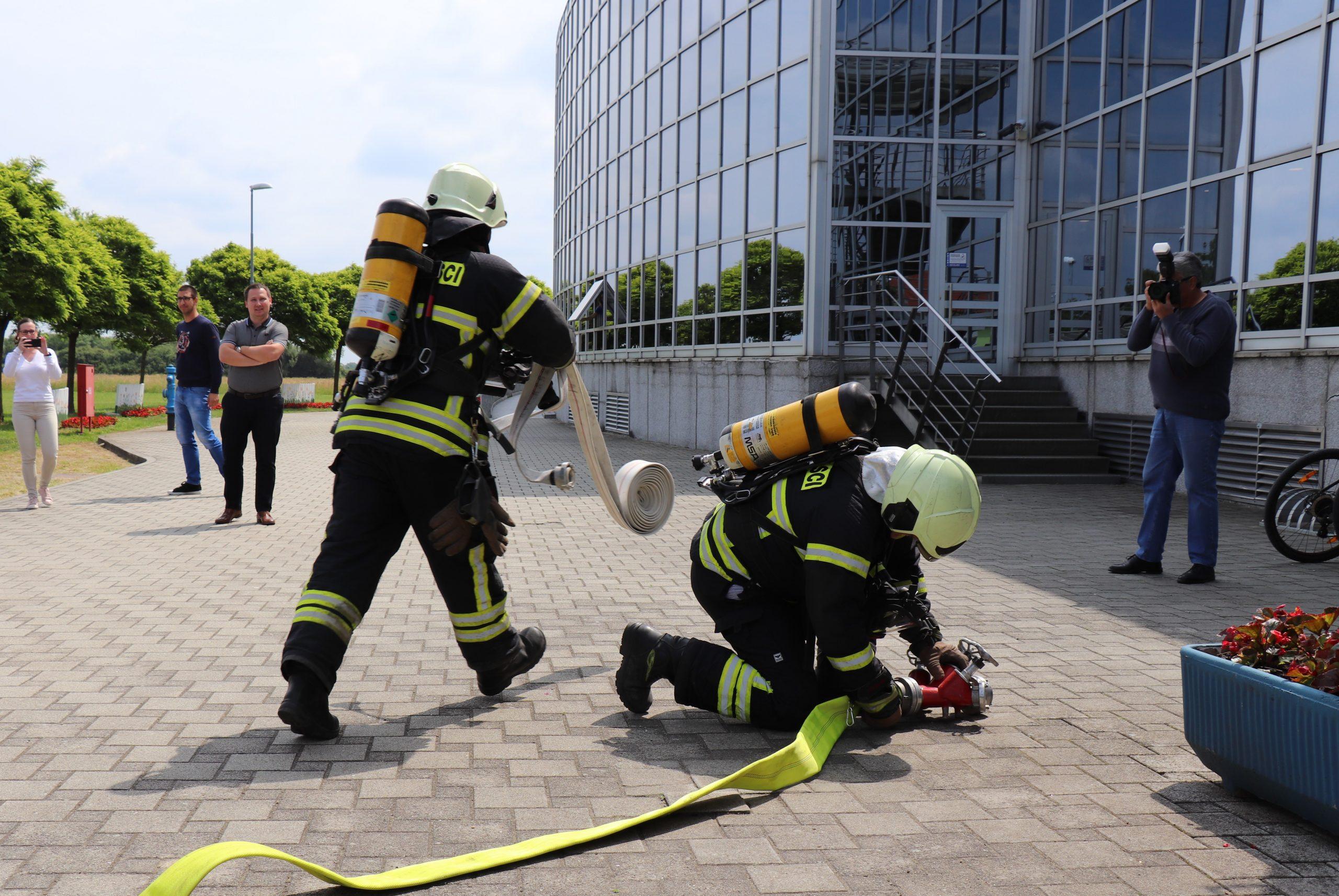 Na Bazenima Cerine održana pokazna vatrogasna vježba