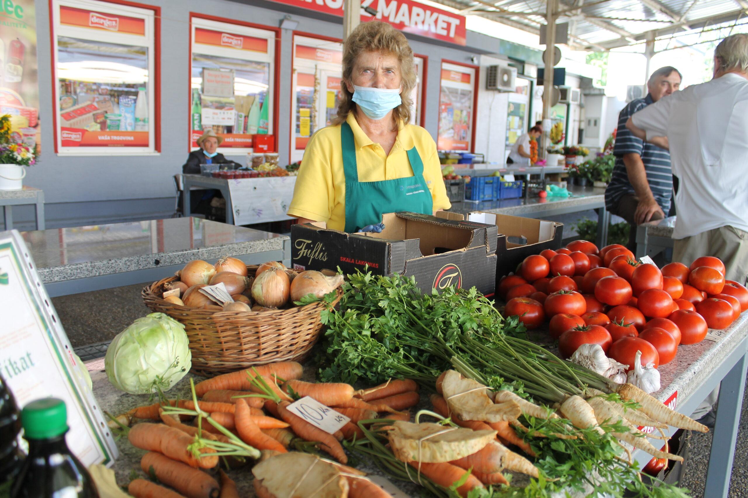 Franjo i Marija Horvat s Vinice na placu su već 15 godina, kod njih možete naći sve vrste sezonskog povrća i bučino ulje