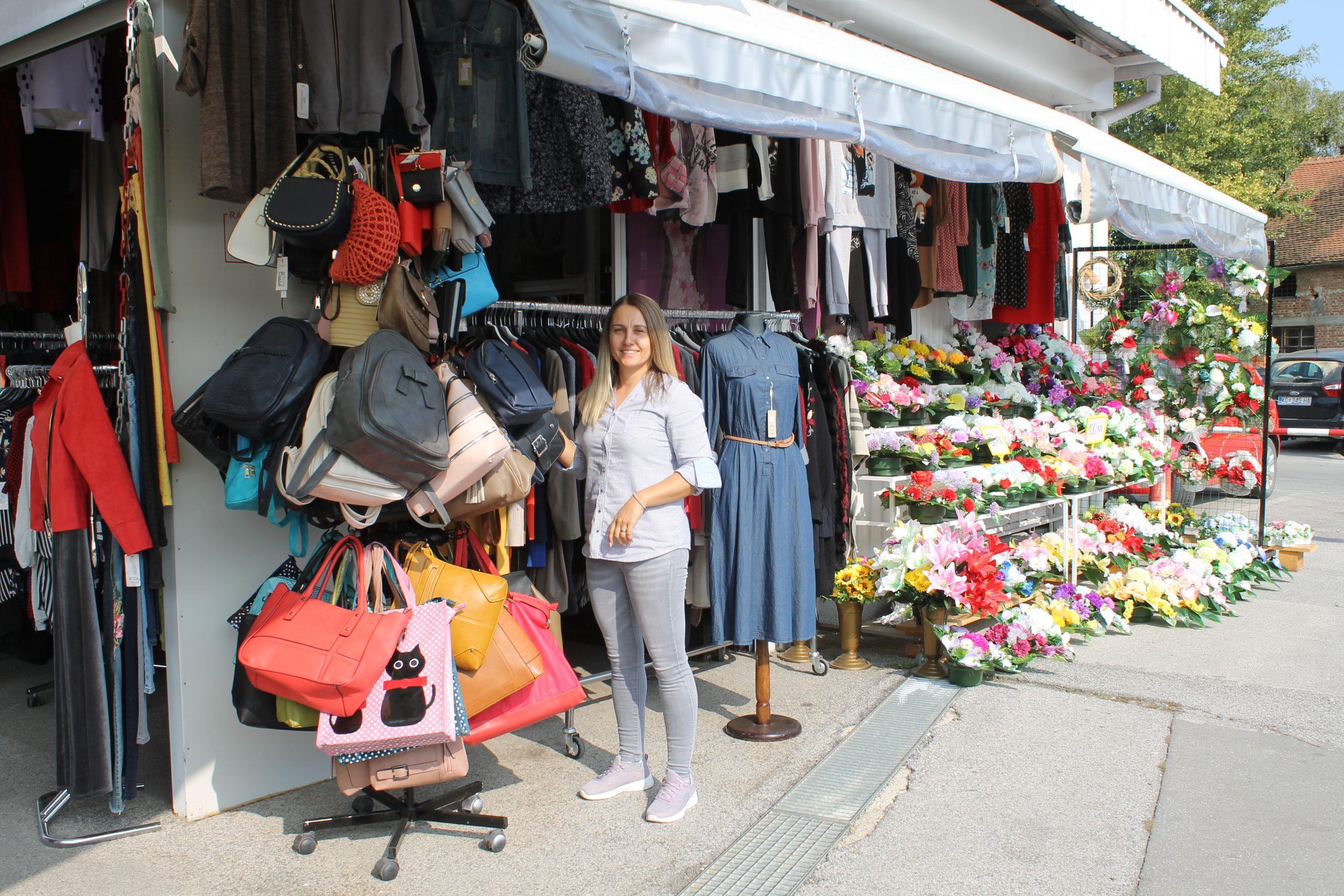 Trgovački obrt Antonio nudi isključivo talijansku i tursku odjeću, a imaju i cvjetne aranžmane