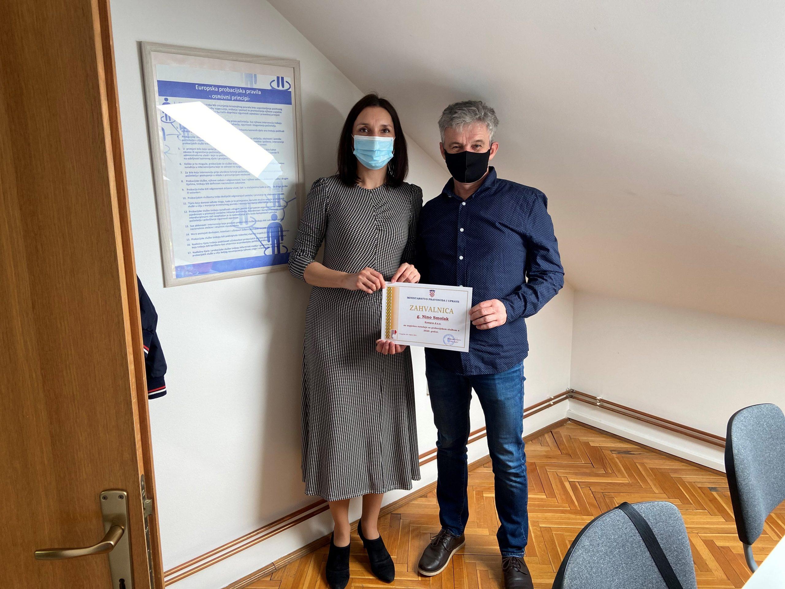 Ministarstvo pravosuđa i uprave dodijelilo zahvalu za izniman trud i suradnju u 2020. godinu djelatniku Komunalca Nini Smolaku