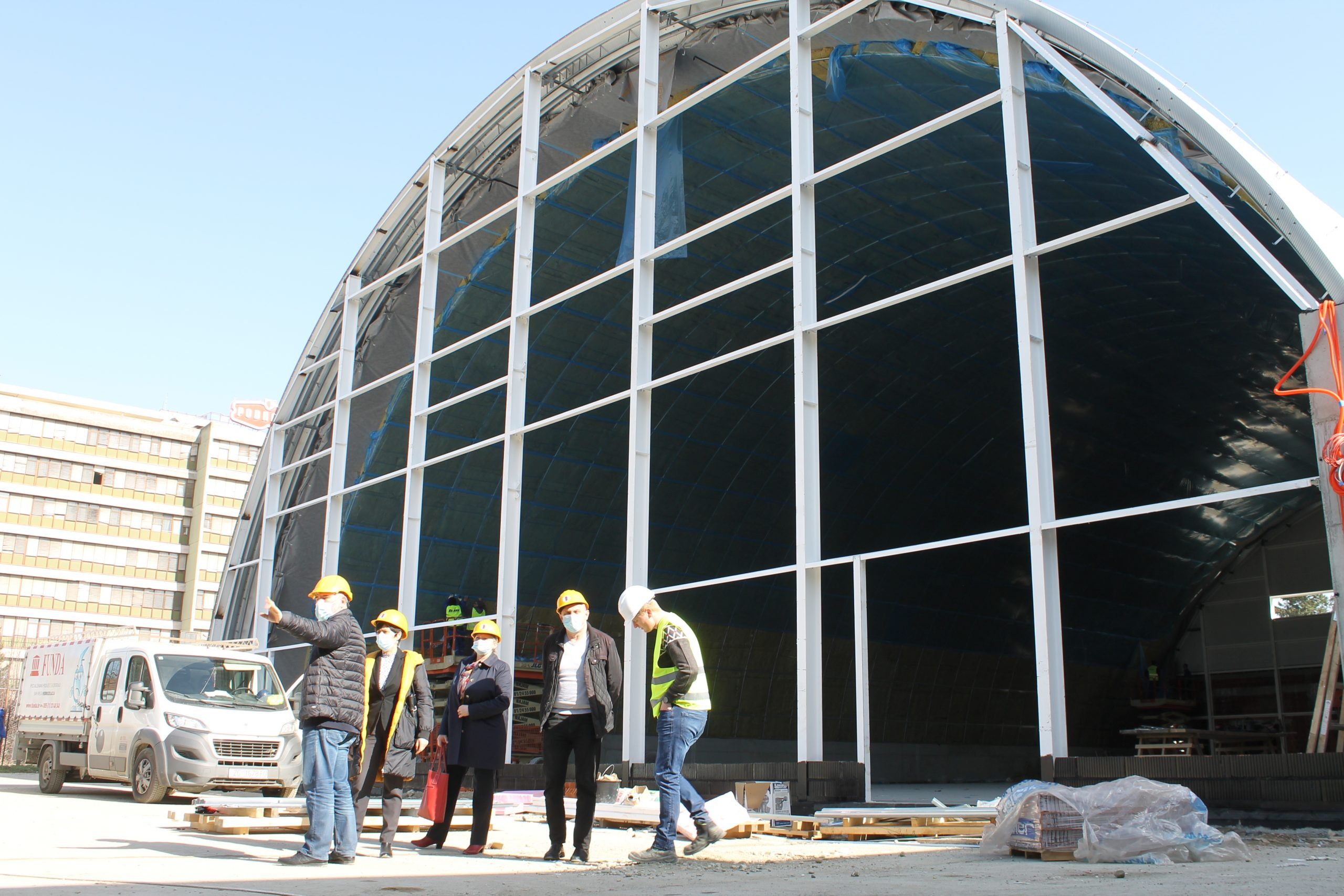 Radovi na sportskoj dvorani kod OŠ Đuro Ester napreduju prema planu, gradilište obišli članovi Uprave Komunalca
