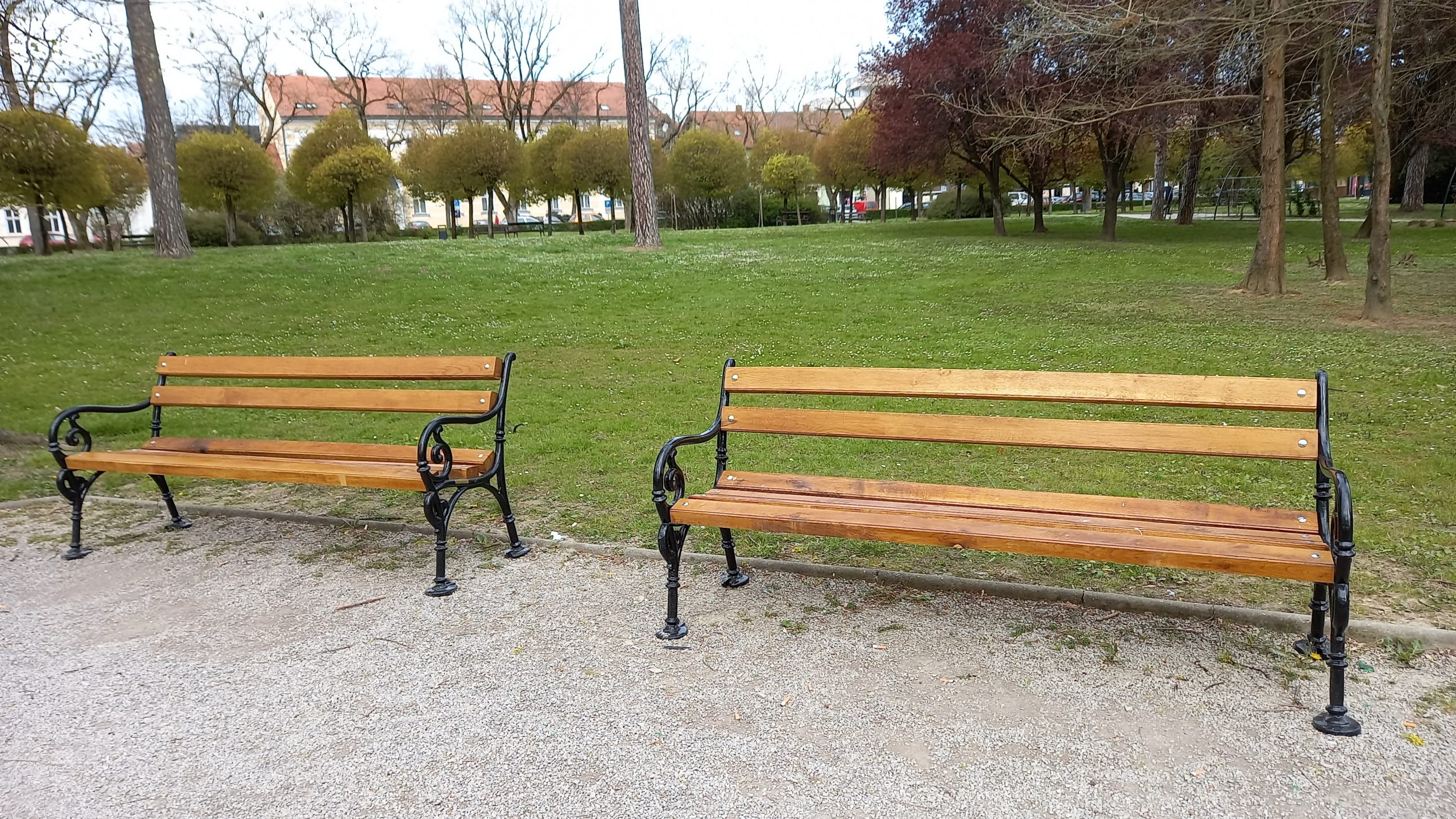 Postavljena nova urbana oprema u gradskom parku