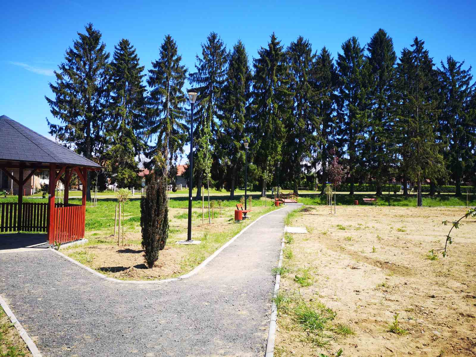 Zaposlenici zelenih površina uredili park u Subotici Podravskoj
