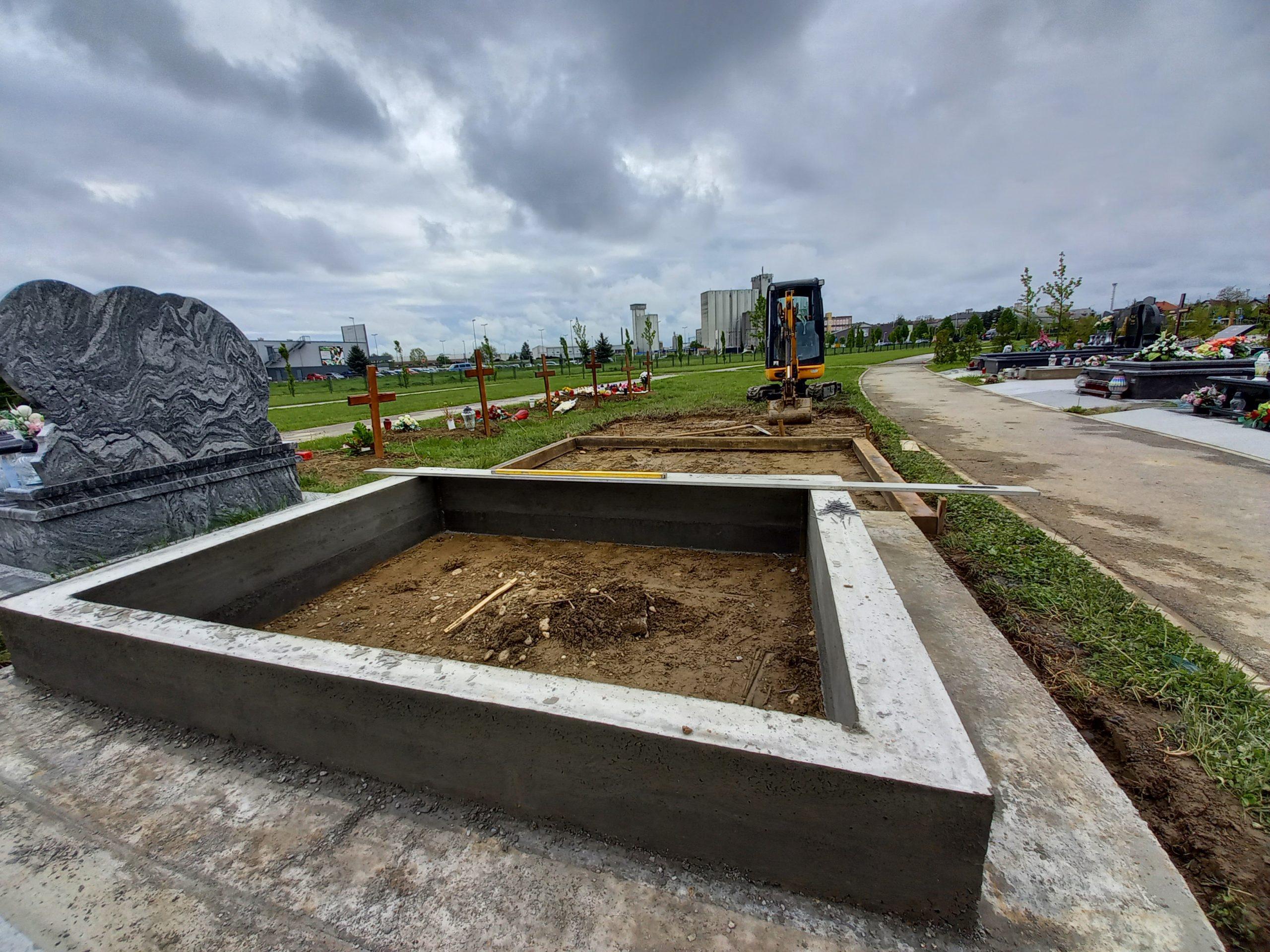 Na koprivničkom groblju u tijeku je izrada novih okvira i uređenje staza