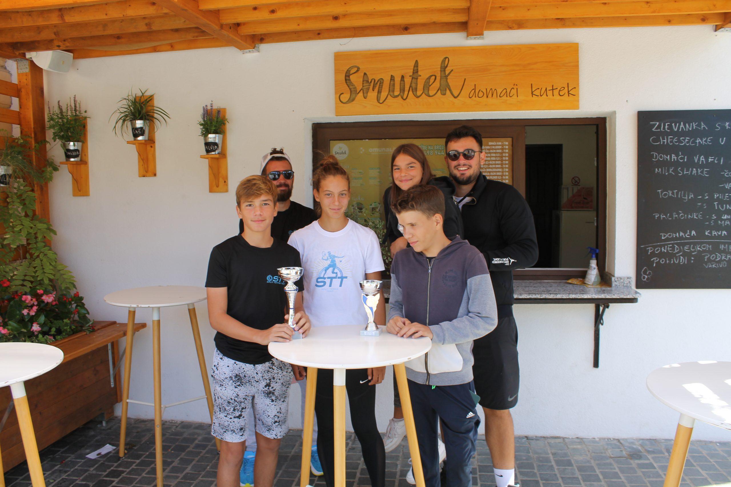 Tenisači iz Splita posjetili Smutek