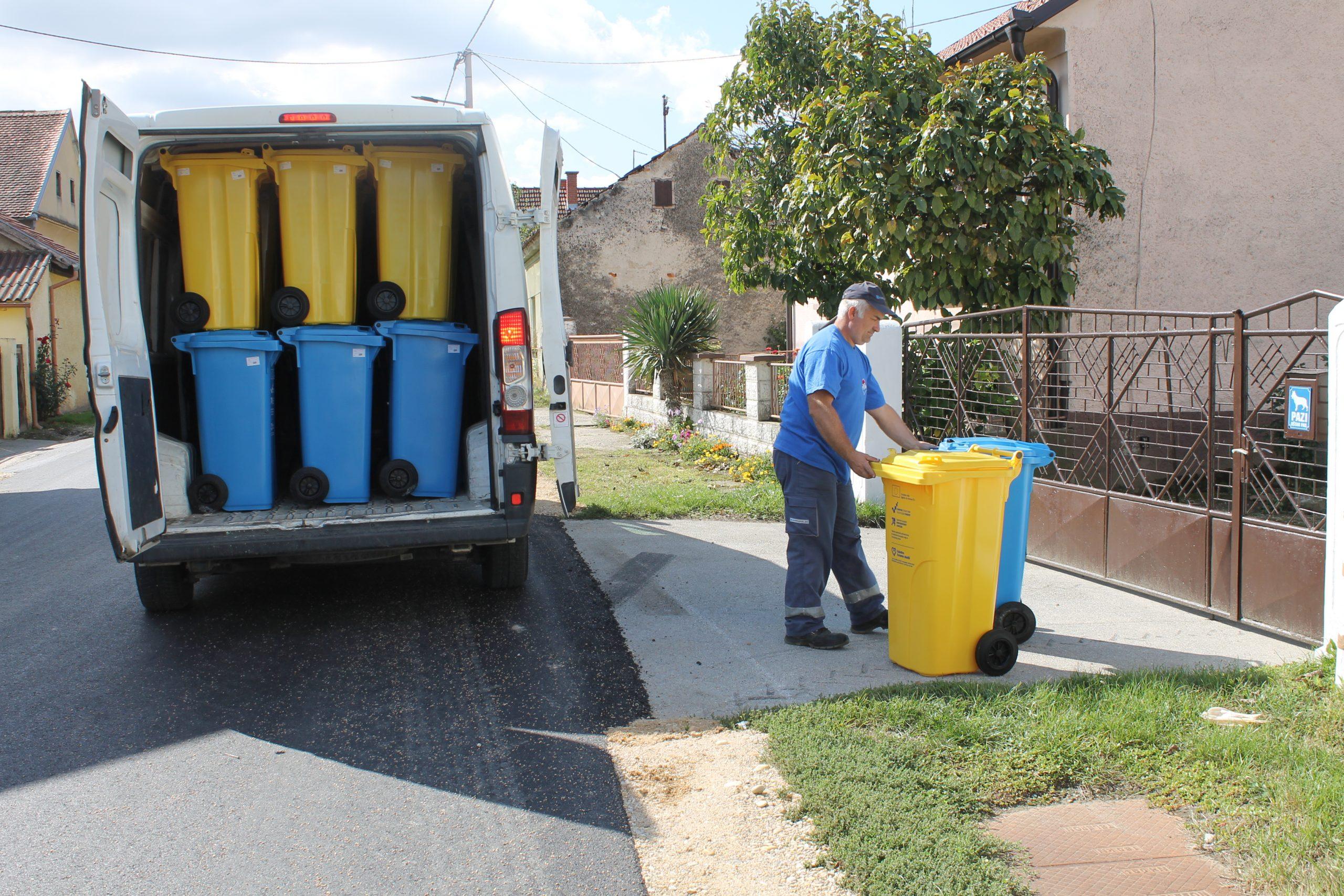 Podjela spremnika za papir i plastiku u općini Đelekovec